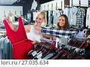 Купить «two girls shopping dress in clothes shop», фото № 27035634, снято 25 апреля 2019 г. (c) Яков Филимонов / Фотобанк Лори