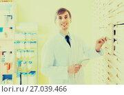 Купить «pharmacist working in pharmacy», фото № 27039466, снято 21 января 2019 г. (c) Яков Филимонов / Фотобанк Лори