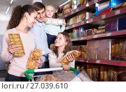 Купить «parents with two kids choosing biscuits in store», фото № 27039610, снято 22 сентября 2018 г. (c) Яков Филимонов / Фотобанк Лори