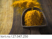 Купить «Turmeric powder in spoon», фото № 27047250, снято 5 июня 2017 г. (c) Wavebreak Media / Фотобанк Лори