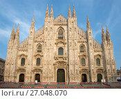 Фасад собора Рождества Девы Марии (Duomo di Milano) крупным планом. Милан, Италия (2017 год). Редакционное фото, фотограф Виктор Карасев / Фотобанк Лори