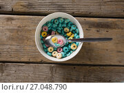 Купить «Bowl of froot loops with spoon», фото № 27048790, снято 13 июня 2017 г. (c) Wavebreak Media / Фотобанк Лори