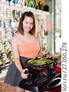 Купить «Girl pulling strings to the racket on machine», фото № 27050278, снято 15 мая 2017 г. (c) Яков Филимонов / Фотобанк Лори