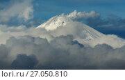 Купить «Вершина вулкана Авача на Камчатке», видеоролик № 27050810, снято 4 октября 2017 г. (c) А. А. Пирагис / Фотобанк Лори