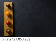 Various tomatoes arrange in wooden tray. Стоковое фото, агентство Wavebreak Media / Фотобанк Лори