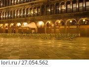 Купить «Закрытый уличный ресторан на площади Сан Марко. Венеция», фото № 27054562, снято 28 сентября 2017 г. (c) Виктор Карасев / Фотобанк Лори