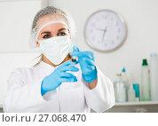 Купить «Female nurse preparing injection», фото № 27068470, снято 17 августа 2018 г. (c) Яков Филимонов / Фотобанк Лори