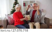 Купить «happy smiling senior couple with christmas gift», видеоролик № 27070718, снято 20 сентября 2017 г. (c) Syda Productions / Фотобанк Лори