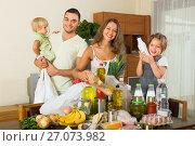 Купить «Parents and children with food», фото № 27073982, снято 17 июля 2018 г. (c) Яков Филимонов / Фотобанк Лори