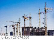 Купить «Панорама строительства на фоне синего неба», фото № 27074630, снято 25 мая 2019 г. (c) Сергеев Валерий / Фотобанк Лори