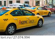 Moscow, Russia - July 24. 2017. Taxi company Yandex and Uber go on street Sretenka. Редакционное фото, фотограф Володина Ольга / Фотобанк Лори