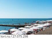 Купить «Пляж в Адлере. Сочи, Краснодарский край», эксклюзивное фото № 27075298, снято 9 сентября 2017 г. (c) Александр Щепин / Фотобанк Лори