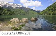 Купить «Озеро Рица, Абхазия», видеоролик № 27084238, снято 5 мая 2017 г. (c) Яна Королёва / Фотобанк Лори