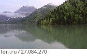 Купить «Озеро Рица, Абхазия», видеоролик № 27084270, снято 8 мая 2017 г. (c) Яна Королёва / Фотобанк Лори