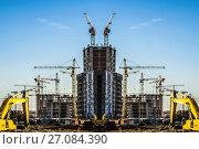Купить «Панорама строительства на фоне синего неба», фото № 27084390, снято 25 мая 2019 г. (c) Сергеев Валерий / Фотобанк Лори