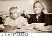 Купить «Children eat cakes at kitchen», фото № 27093562, снято 14 декабря 2018 г. (c) Яков Филимонов / Фотобанк Лори