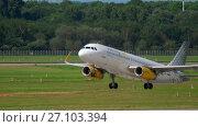 Купить «Vueling Airbus 320 take-off», видеоролик № 27103394, снято 22 июля 2017 г. (c) Игорь Жоров / Фотобанк Лори