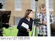 Купить «Jane Hill, BBC news journalist, on College Green, Westminster reporting live on a parliamentary debate.», фото № 27105010, снято 7 сентября 2017 г. (c) age Fotostock / Фотобанк Лори