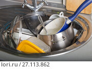 Купить «Pile of dirty dishes in the kitchen sink», фото № 27113862, снято 19 октября 2017 г. (c) Юлия Бабкина / Фотобанк Лори