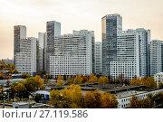"""Купить «Москва, современный многоэтажный жилой комплекс """"Скай Форт""""», фото № 27119586, снято 17 октября 2017 г. (c) glokaya_kuzdra / Фотобанк Лори"""