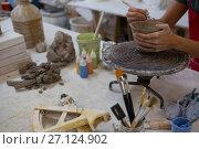 Female potter molding a mug with hand tool. Стоковое фото, агентство Wavebreak Media / Фотобанк Лори