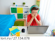 boy in headphones playing video game on laptop. Стоковое фото, фотограф Syda Productions / Фотобанк Лори
