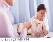 Купить «Mother reprimands her daughter», фото № 27140794, снято 26 марта 2019 г. (c) Яков Филимонов / Фотобанк Лори