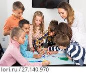 Купить «Professor and children drawing», фото № 27140970, снято 5 ноября 2016 г. (c) Яков Филимонов / Фотобанк Лори