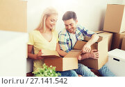 Купить «smiling couple with many boxes moving to new home», фото № 27141542, снято 25 февраля 2016 г. (c) Syda Productions / Фотобанк Лори