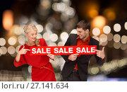 Купить «couple with red sale sign over christmas lights», фото № 27141634, снято 7 октября 2012 г. (c) Syda Productions / Фотобанк Лори