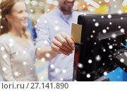 Купить «couple with customer card at store self-checkout», фото № 27141890, снято 21 октября 2016 г. (c) Syda Productions / Фотобанк Лори