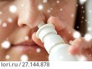 Купить «close up of sick woman using nasal spray», фото № 27144878, снято 13 октября 2016 г. (c) Syda Productions / Фотобанк Лори