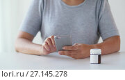 Купить «woman with jar of medicine pills and tablet pc», видеоролик № 27145278, снято 20 июля 2018 г. (c) Syda Productions / Фотобанк Лори