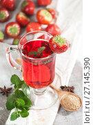 Купить «Freshly brewed cup of strawberry tea with fresh mint.», фото № 27145390, снято 20 октября 2017 г. (c) Olesya Tseytlin / Фотобанк Лори