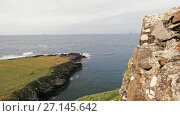 Купить «Scottish rock seascape, Isle of Skye, Scotland, UK», видеоролик № 27145642, снято 27 апреля 2018 г. (c) Константин Шишкин / Фотобанк Лори