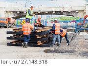 Купить «Замена трамвайных путей на Новочеркасском проспекте. Санкт-Петербург», эксклюзивное фото № 27148318, снято 10 июня 2017 г. (c) Александр Щепин / Фотобанк Лори