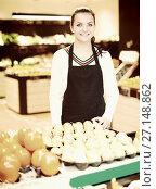 Купить «Girl deciding on fruits», фото № 27148862, снято 23 ноября 2016 г. (c) Яков Филимонов / Фотобанк Лори