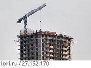 Купить «Cтроительная площадка жилого многоэтажного дома в новом микрорайоне», фото № 27152170, снято 23 октября 2017 г. (c) Николай Винокуров / Фотобанк Лори