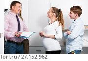 Купить «Family meeting with social worker», фото № 27152962, снято 28 марта 2017 г. (c) Яков Филимонов / Фотобанк Лори