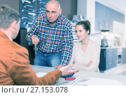 Купить «Angry family dissatisfied with the quality», фото № 27153078, снято 4 апреля 2017 г. (c) Яков Филимонов / Фотобанк Лори