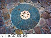 Купить «Нулевой километр перед собором Парижской Богоматери (Нотр-Дам-де-Пари; Notre Dame de Paris). Париж. Франция», фото № 27153266, снято 15 сентября 2017 г. (c) E. O. / Фотобанк Лори