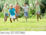 Купить «children running in park», фото № 27157042, снято 7 июля 2020 г. (c) Яков Филимонов / Фотобанк Лори