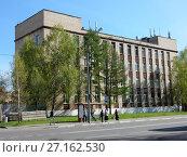 Купить «Нежилой четырехэтажный кирпичный дом 1967 года постройки. Байкальская улица, 13. Район Гольяново. Город Москва», эксклюзивное фото № 27162530, снято 5 мая 2017 г. (c) lana1501 / Фотобанк Лори