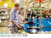 Купить «couple buying food at grocery self-checkout», фото № 27171598, снято 21 октября 2016 г. (c) Syda Productions / Фотобанк Лори