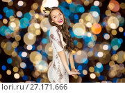 Купить «happy young woman in crown over festive lights», фото № 27171666, снято 31 октября 2015 г. (c) Syda Productions / Фотобанк Лори
