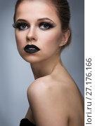 Купить «Beautiful woman with bright make-up», фото № 27176166, снято 15 июля 2017 г. (c) Типляшина Евгения / Фотобанк Лори
