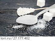 Купить «Сахар белый разный на доске», фото № 27177402, снято 10 июня 2017 г. (c) Резеда Костылева / Фотобанк Лори