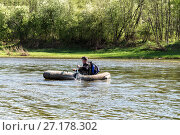Купить «Man in an inflatable boat floats on the river», фото № 27178302, снято 21 мая 2016 г. (c) Евгений Ткачёв / Фотобанк Лори