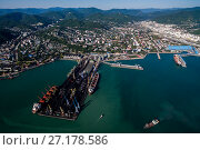 Купить «Краснодарский край, Туапсе,вид сверху на морской торговый порт и центральную часть города», фото № 27178586, снято 29 августа 2015 г. (c) glokaya_kuzdra / Фотобанк Лори