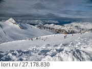 Купить «Skiers on the slope of the Hintertux Glacier in sunny day», фото № 27178830, снято 6 января 2011 г. (c) Юлия Бабкина / Фотобанк Лори